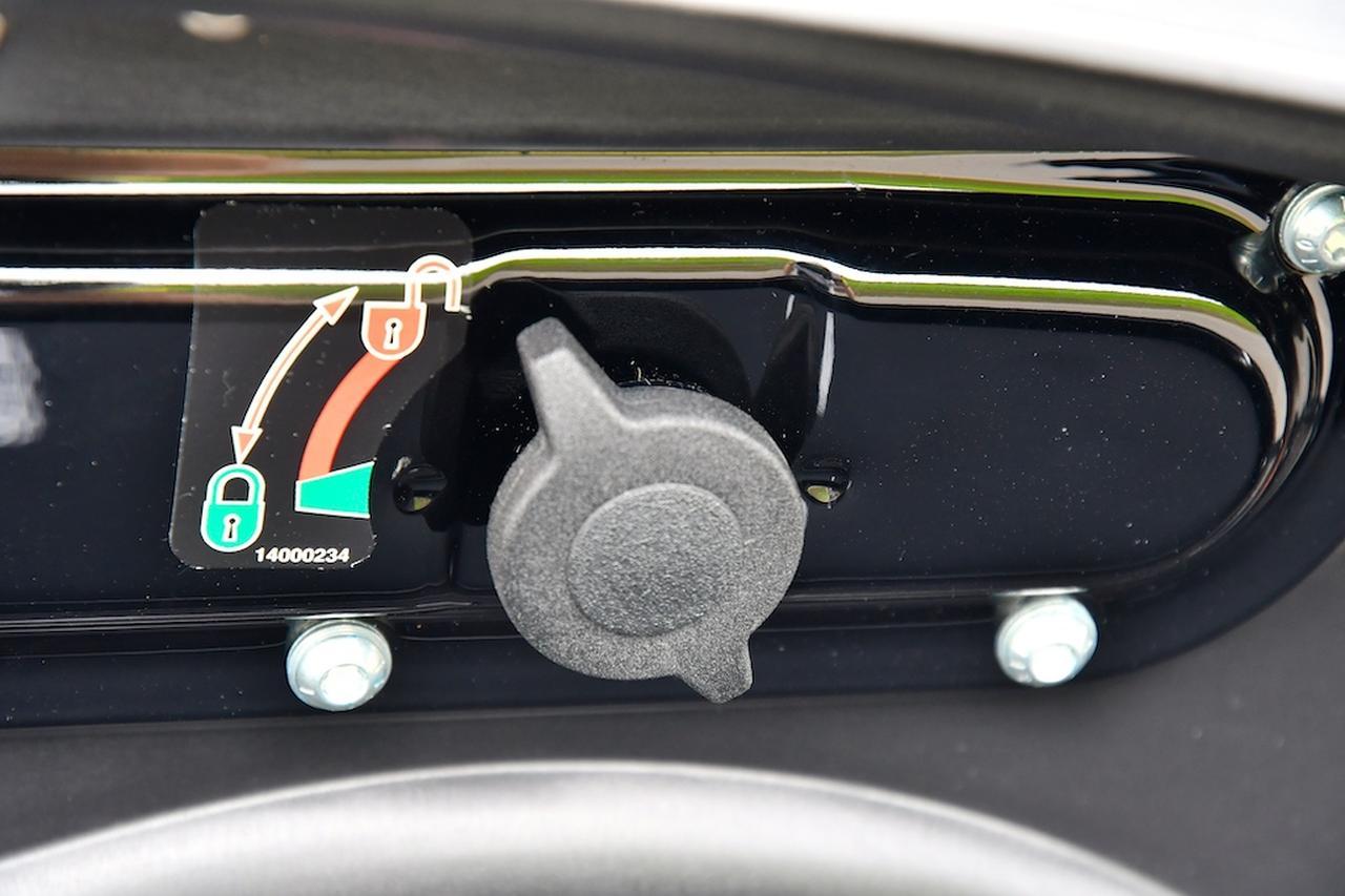 画像: 新型の脱着機構は、ノブを引いて回すだけ。簡単&スピーディです。