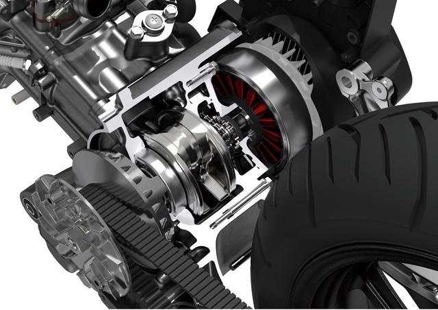 画像: 向かって右側に見えるのがアシストモーター機能も備えた、高性能ACGスターター。ガソリンエンジン車と同サイズに収められ、同じ車体レイアウトを使用できたのもポイント。