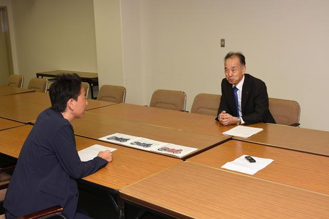 画像: 堀内プレジデント(写真右)と福田さんの対談はいつしかバイク好き同志のフリートークへ……