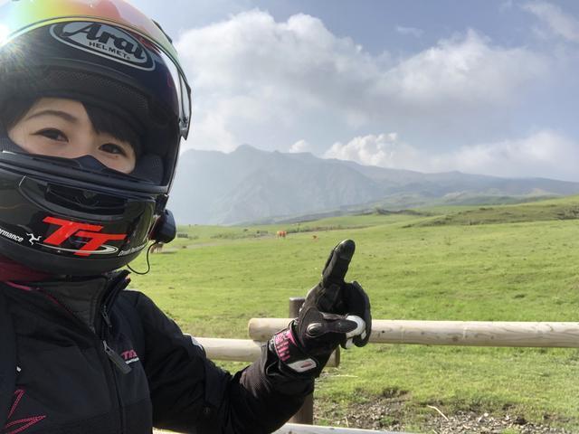 画像: 指の先のもくもくしている所が阿蘇山!