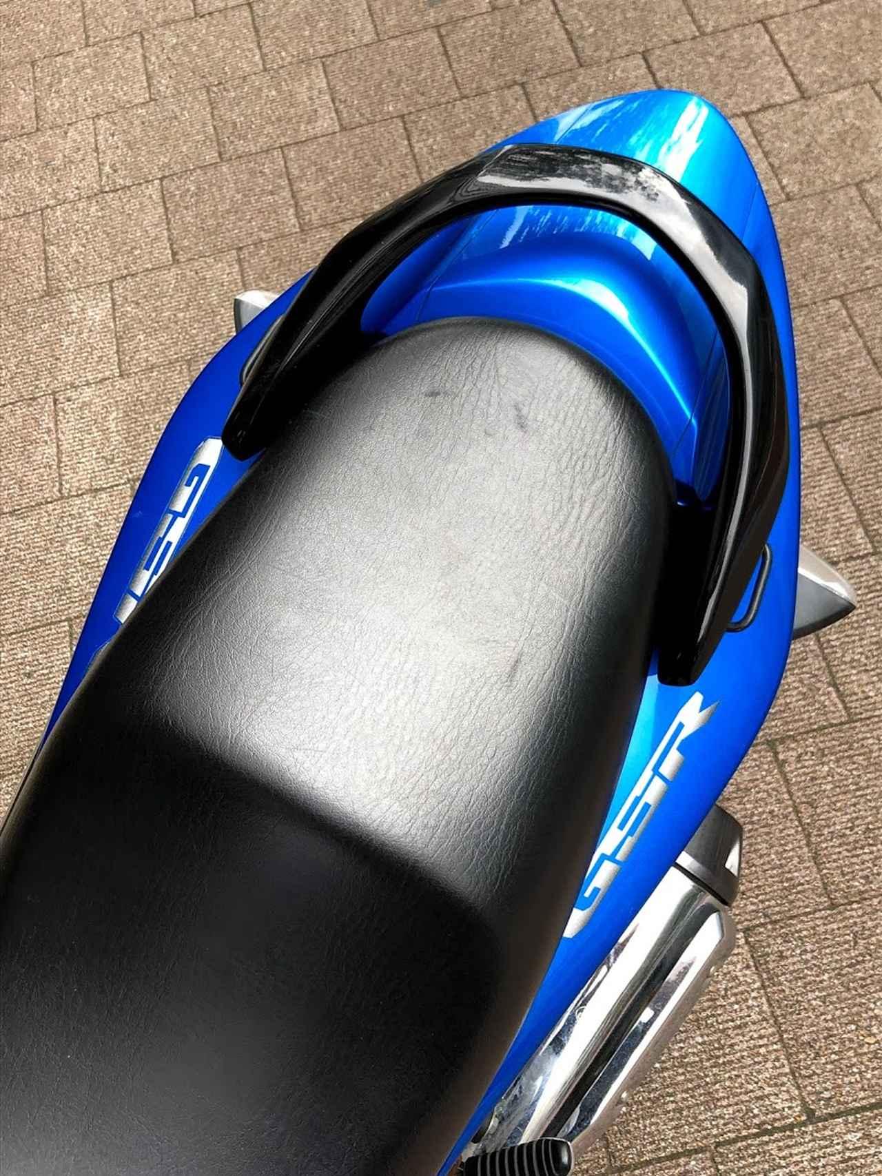 画像1: 今回、追加パーツでピックアップするのは、MOTO FIZZ製プレートフック2(税込価格=1,404円)。取り付け簡単な「カユい所にあったら嬉しい」荷掛けフックです。