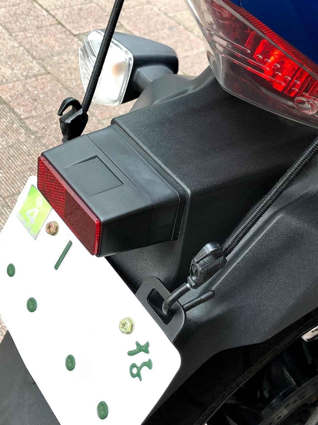 画像4: 今回、追加パーツでピックアップするのは、MOTO FIZZ製プレートフック2(税込価格=1,404円)。取り付け簡単な「カユい所にあったら嬉しい」荷掛けフックです。