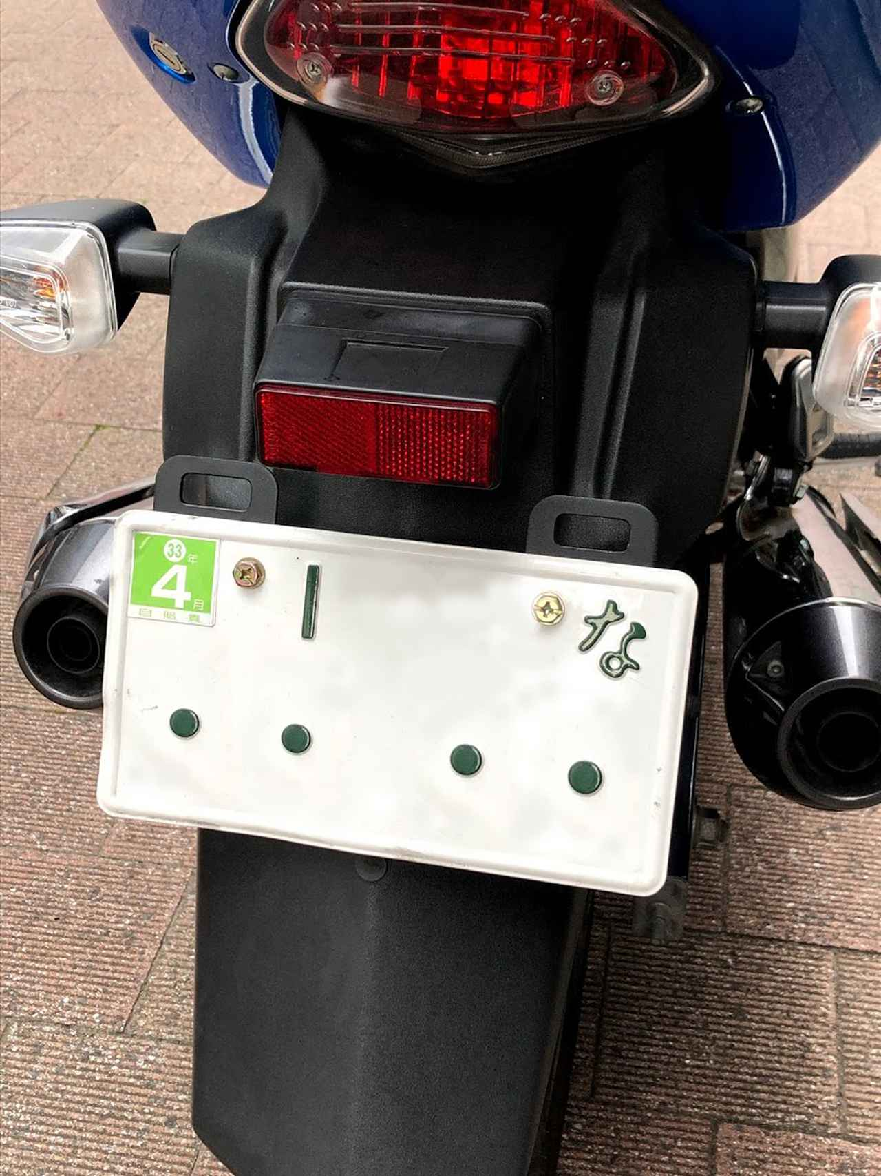 画像3: 今回、追加パーツでピックアップするのは、MOTO FIZZ製プレートフック2(税込価格=1,404円)。取り付け簡単な「カユい所にあったら嬉しい」荷掛けフックです。