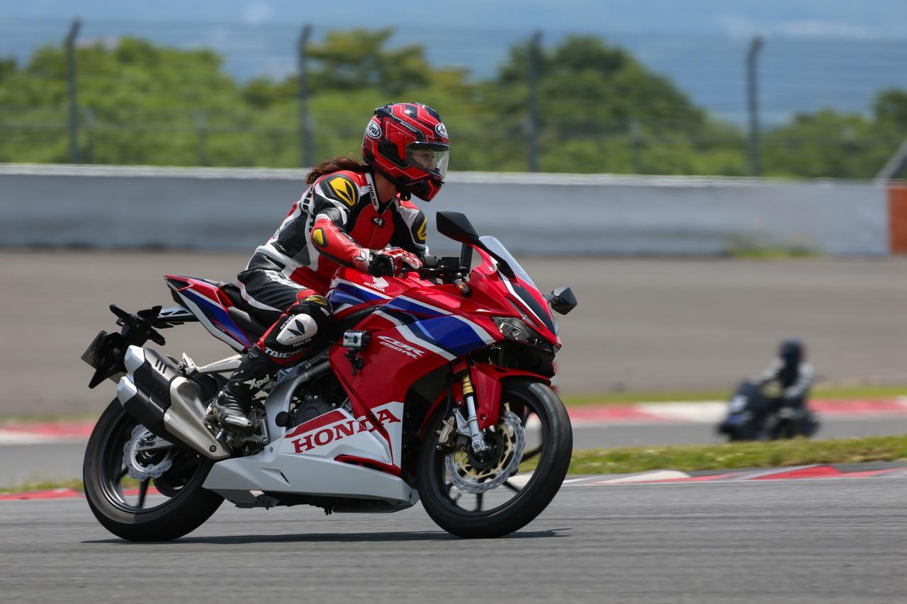画像: 富士スピードウェイの国際レーシングコースを舞台にアタック! 最高速は…??