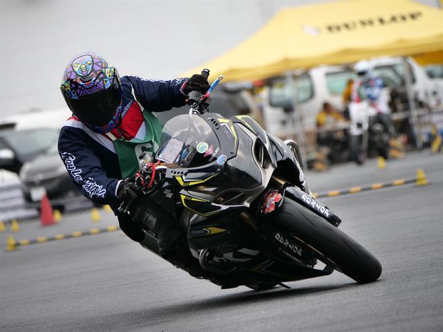 画像: レディス1位 伊藤華子選手(C1)&GSX-R1000 1分32秒732