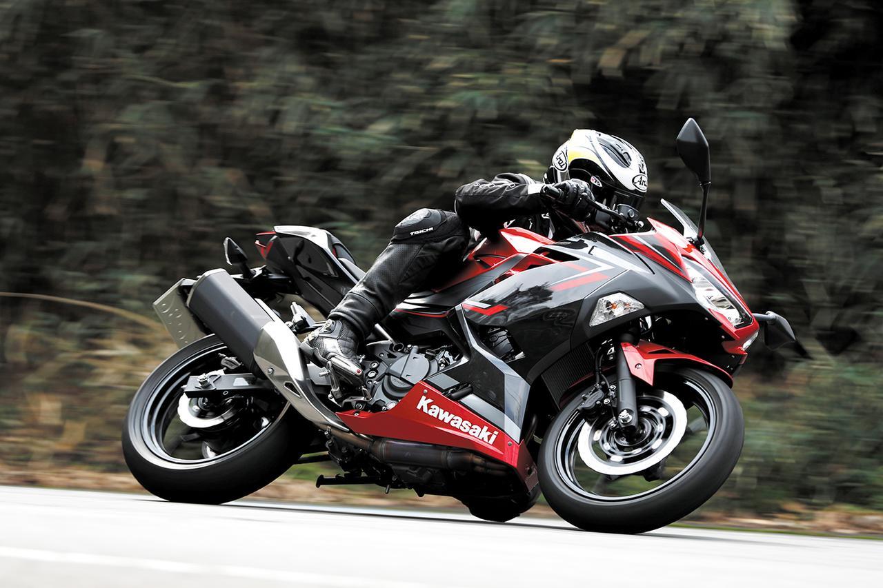 画像2: 現行のニンジャ400は、250と同時開発したことでスポーツ性が飛躍的に向上している!