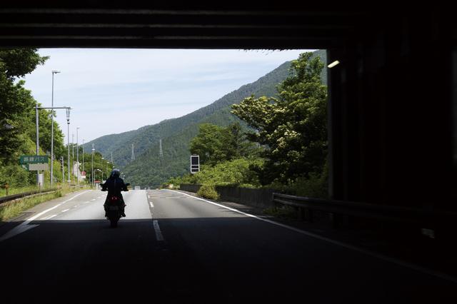 画像2: ――ここは、バイクで来る!