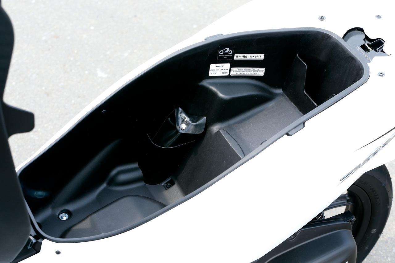 Images : 17番目の画像 - 「人気を定着させた2014年のフルモデルチェンジ! PCXはどう変わったのか?『ホンダ PCX(125)/150』(2014年) #試乗インプレ」のアルバム - webオートバイ