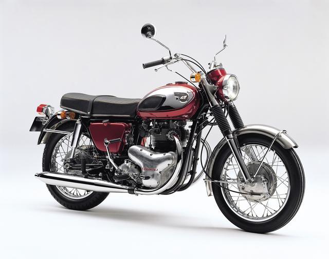 画像: 落ち着いた配色が主流だったそれまでの日本産のモーターサイクルとは違い、キャンディレッドにクロームメッキを組み合わせるという、当時は斬新と言えるデザインを採用した。