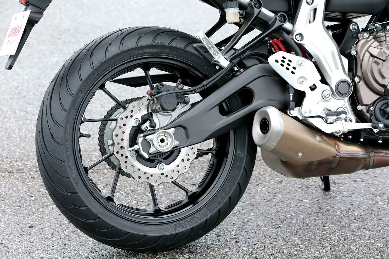 Images : 9番目の画像 - 「スリムなボディにトルキーなエンジン走りを磨き抜いた痛快ミドル!『YAMAHA MT-07 / MT-09』#試乗インプレ(2014年)」のアルバム - webオートバイ