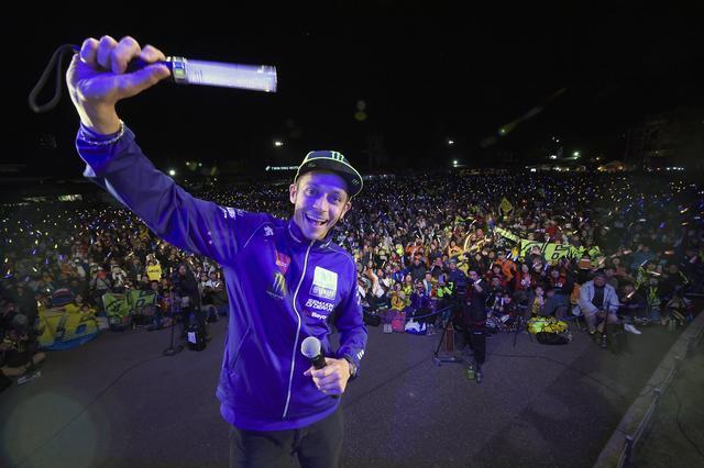 画像: 昨年は体調不良だったマルケス選手を除き、全MotoGPライダーが出演した前夜祭。豪華すぎる…!