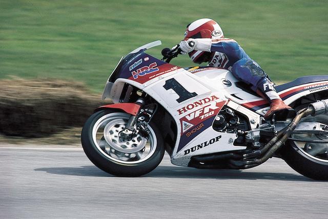 画像: こちらは当時のAMAチャンピオン、フレッド・マーケル。「常勝V4軍団」の一員だった。 写真:Honda Motor Europe