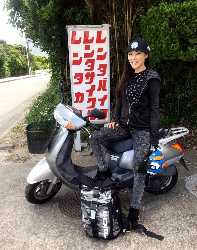 画像1: 新島レンタルバイクツーリング、青い海と空に導かれる旅。まるでパルテノンな温泉にも入ってきました!(福山理子) - webオートバイ