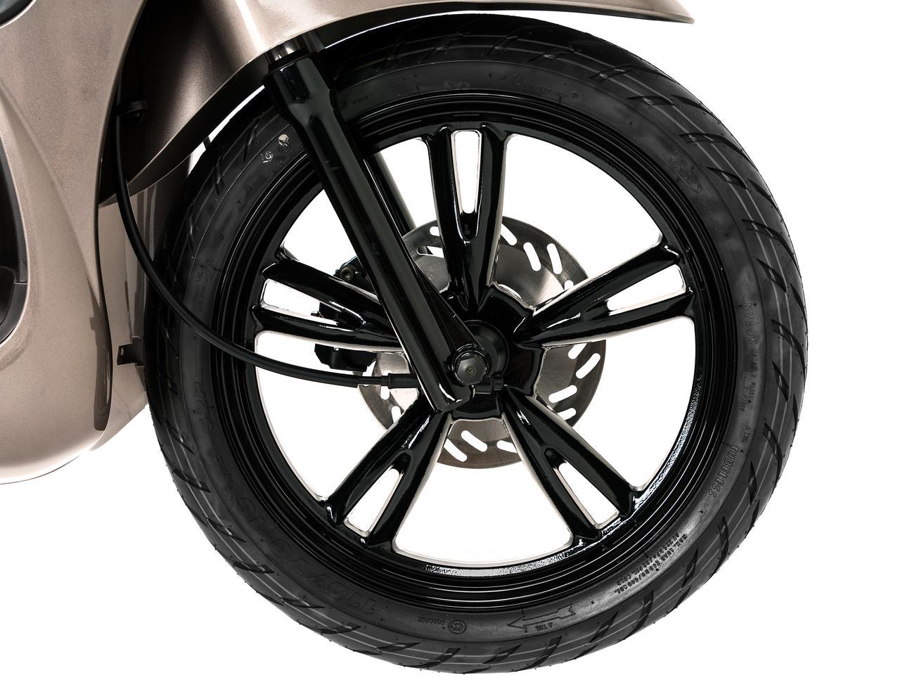 Images : 3番目の画像 - プジョー「ツイート 150 ABS スペシャルエディション」の細部を見る! - webオートバイ