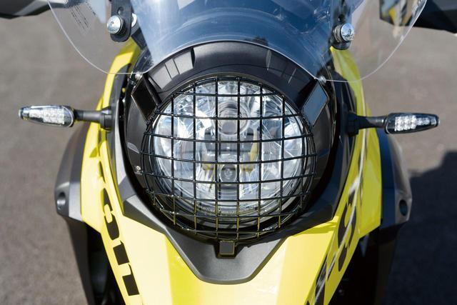 画像: ドーム形状の格子状ワイヤータイプの「ヘッドライトストーンガード」は、ハードな外観を演出すると共に、飛び石やブッシュ等からヘッドライトを保護するタフな造りとなっている。価格:9600円(税別)