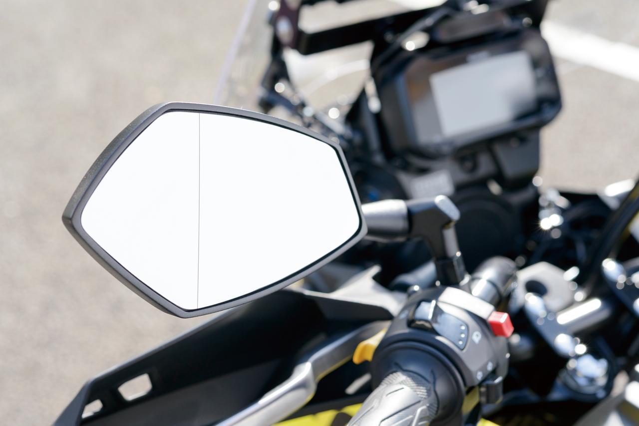 画像: 「テック03ミラー」のミラー面はデュアルミラーを採用。サイド寄りの面には広角レンズを使用することで、広範囲の視野を確保する事が可能に。