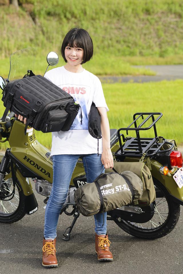画像: 今回はシートバッグとキャンプ用品を美環ちゃんが積み込んでみました!
