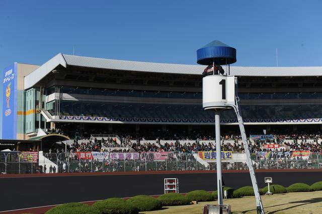 画像2: ロードレース、モトクロス、モタードの競技出身者がガチンコ対決!