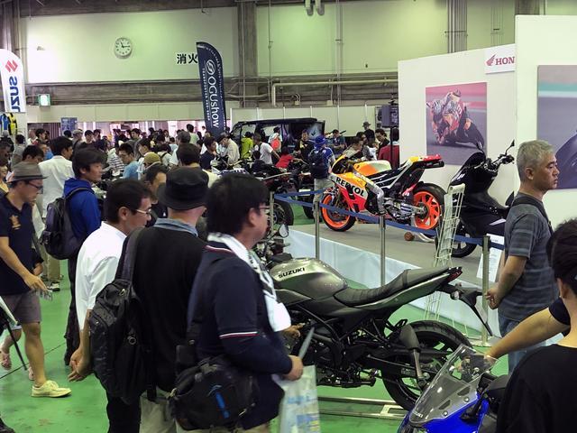 画像: 市販車もMotoGPマシンも多数展示されている場内。気になるバイクを間近でチェックできます!