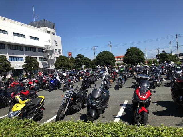 画像: バイクでの来場者も多いので、駐車場に並ぶバイクを見て回るのも楽しいですよね。