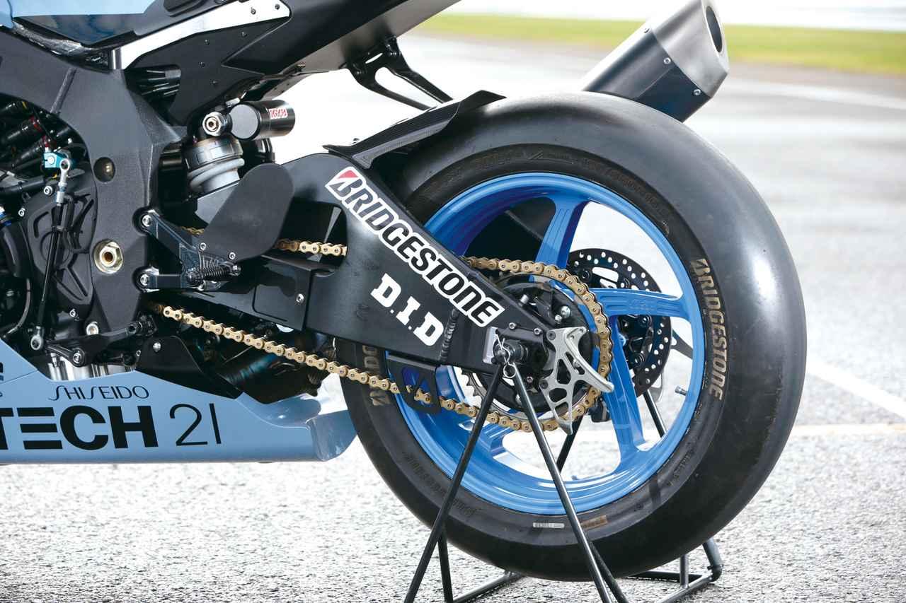 画像: ホイールはMotoGPマシン・YZR-M1にも採用されているイタリアのMFR製を採用。