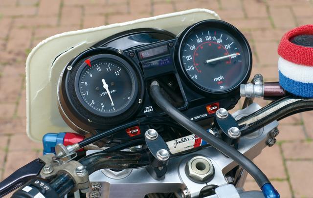 画像: スピードメーターは右端で針を振り切ったまま固定。遊び心あふれる演出だ(Honda Collection Hall の保管車両)。