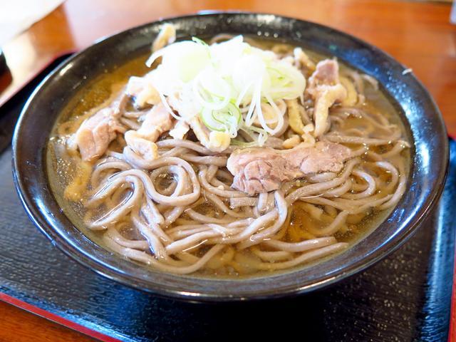 画像: ②山形県「冷やし肉そば」/夏場に食べたい一気飲み蕎麦!