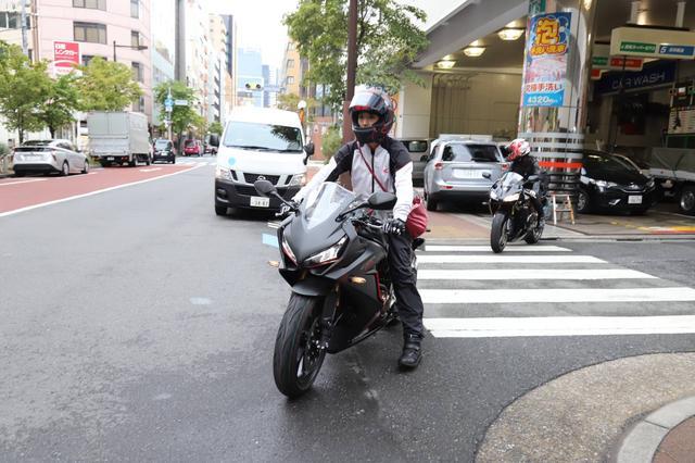 画像2: 大関さおり&国友愛佳ペアが編集部から出発!