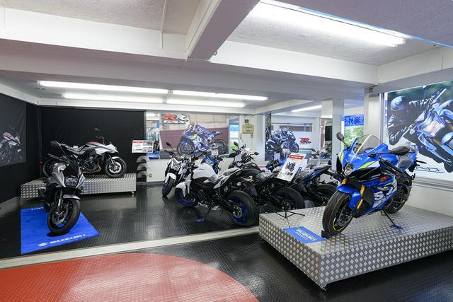 画像1: 続いて2・3階のバイク展示コーナーへ!
