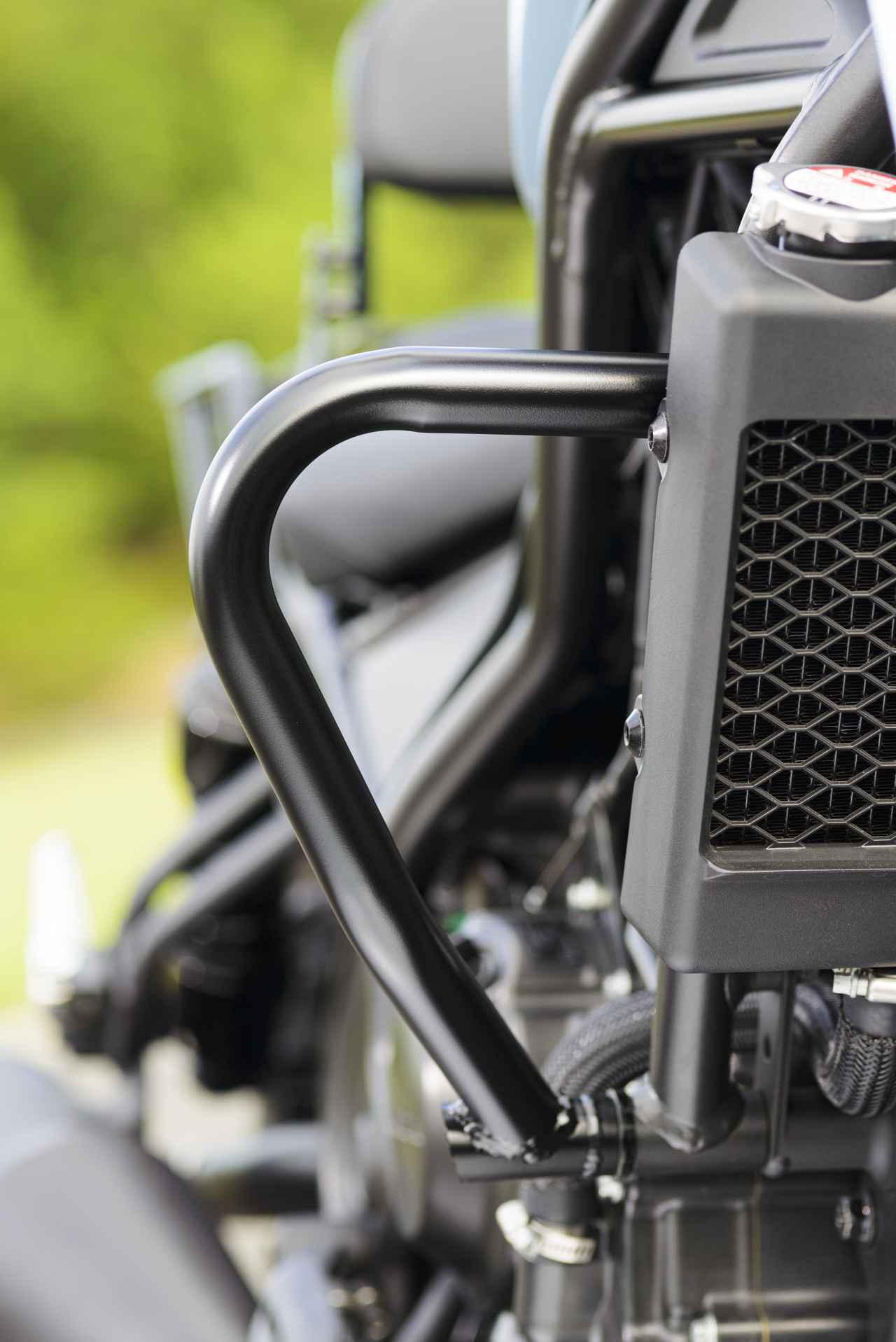 画像: エンジンガード アッパー。こちらは現在開発中だが、エンジンの保護以外にも、アクションカメラやドライブレコーダーの取り付けもできそうだし、使い勝手の良さそうなパーツだ。