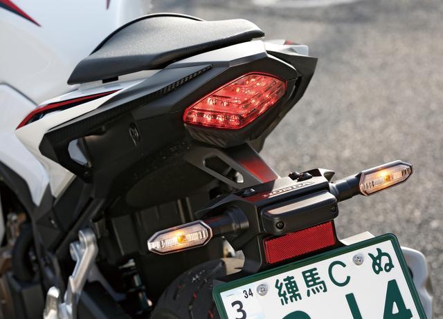 画像: テールランプもLED。急ブレーキ時にハザードランプを高速点滅させるエマージェンシーストップシグナルも採用している。