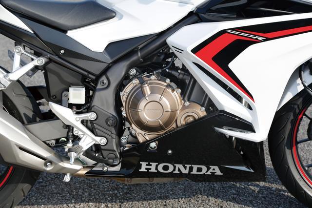 画像: エンジンは吸排気系を見直して低中回転域でのトルクを増強。扱いやすさと力量を増した。アシスト&スリッパークラッチも採用。