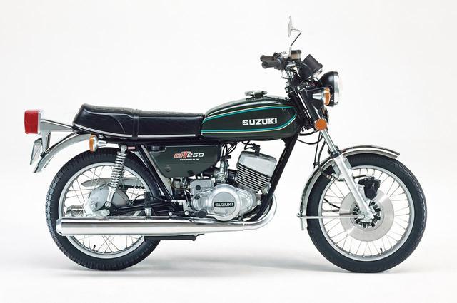 画像: 1977年型は外装色の変更のみ。写真の1987年型では外装部品のいくつかとシリンダーらに手を加えたが主要諸元は不変。