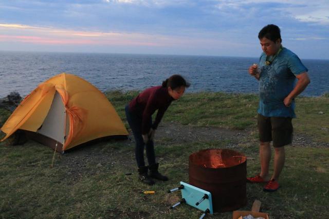 画像: 風が強いキャンプ場のため、バーナーはあまり使えません。ドラム缶をレンタルしました。