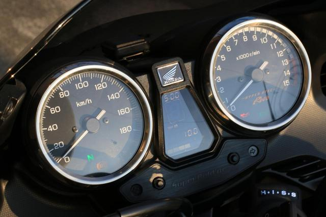 画像3: 400cc・4気筒ならではの高回転走行が楽しい。「HYPER VTEC Revo」の魅力