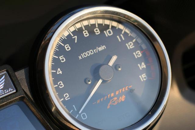 画像2: 400cc・4気筒ならではの高回転走行が楽しい。「HYPER VTEC Revo」の魅力