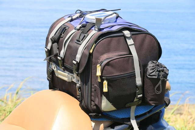 画像: バッグはTANAX製。10年ほど前に買ったものとのこと。現在、同等のサイズのバッグは「フィールドシートバッグ」(税別19,000円)として販売されています。