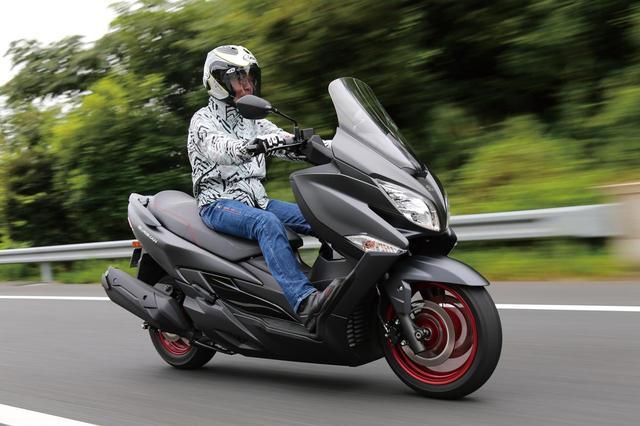 """画像: 【SUZUKI BURGMAN 400 ABS】スタイリッシュでスリムに変身!""""クーペスタイル""""の新世代スクーター【試乗インプレ】(2017年) - webオートバイ"""