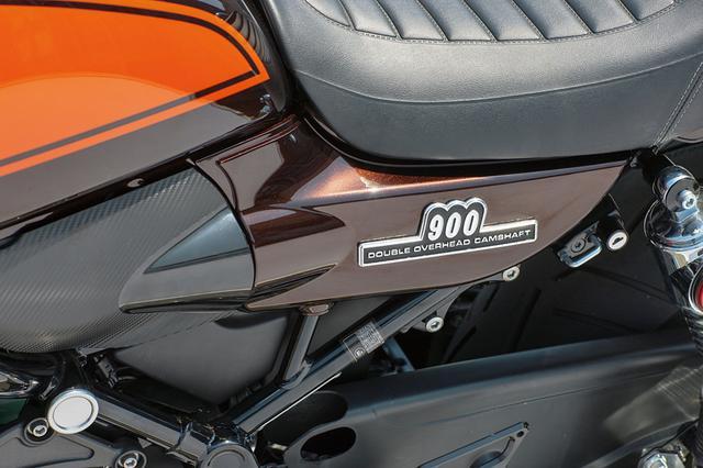 画像: サイドカバー(エンブレム装着部)はZ1 Style各色を用意。「フロントセクション」(インジェクション側のカバー)も設定あり。