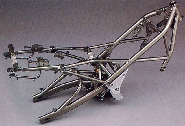 画像1: TZR250を基とする並列2気筒を独自のスチール製フレームに積むネイキッド