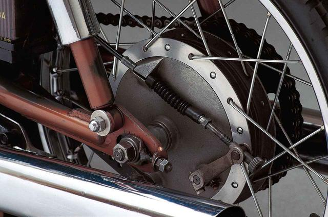 画像10: オートバイの生産開始直後からレースで活躍したヤマハの市販スーパースポーツ