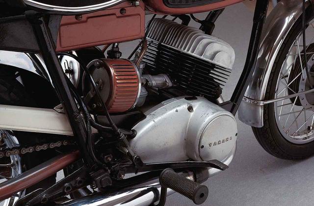 画像3: オートバイの生産開始直後からレースで活躍したヤマハの市販スーパースポーツ