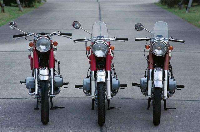 画像1: オートバイの生産開始直後からレースで活躍したヤマハの市販スーパースポーツ