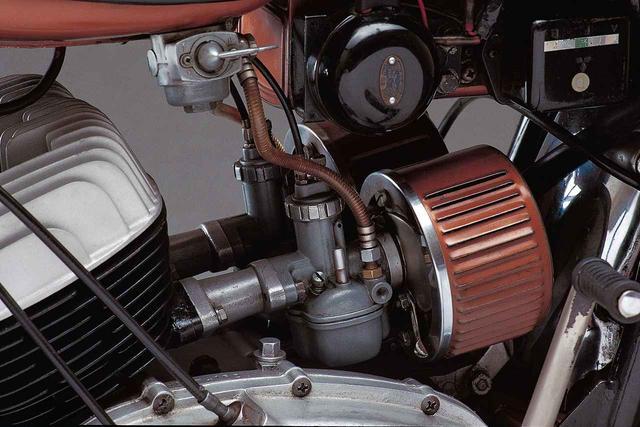 画像5: オートバイの生産開始直後からレースで活躍したヤマハの市販スーパースポーツ