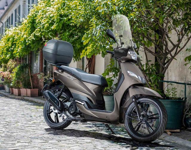 画像: これで20万円台!? トップケース&スクリーンも装備したプジョー「ツイート 150 ABS スペシャルエディション」発売開始! - webオートバイ