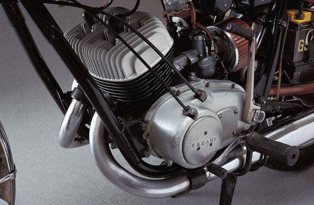 画像4: オートバイの生産開始直後からレースで活躍したヤマハの市販スーパースポーツ