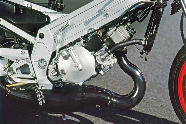 画像5: ツインスパーに並列2気筒を積むレースを視野に入れたフルカウルスポーツ