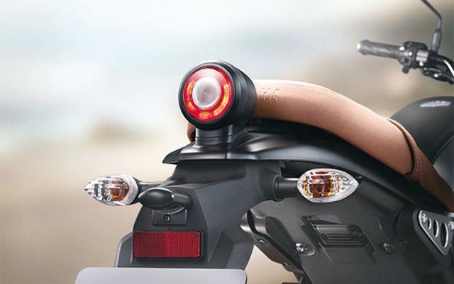 画像: 丸形のLEDテールランプはまさしくXSRシリーズの血筋を彷彿させるデザインだ。
