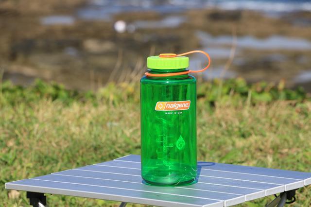 画像1: 「ナルゲンボトル」って知ってる? キャンプツーリングを楽しくする、タフで便利なプラスチックボトル【編集部員の夏休み④】