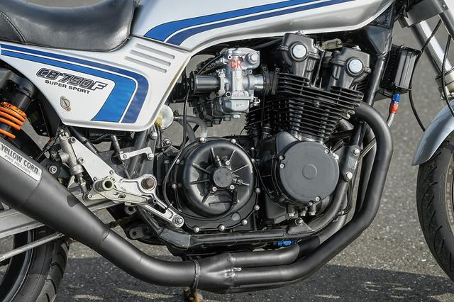 画像: 生産から40年近く経つCB-Fエンジンに対しT.T.Rではリビルドエンジンを供給しているが、この車両も同様。摩耗したミッションベアリングやカウンターシャフトスリーブのOリングなど消耗部品を新品とし、ミッション修正が必要な箇所や不良箇所は手を加えて使う。